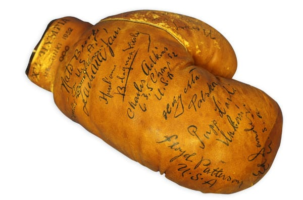 Helsinki Olympic Games 1952  Autographed boxing glove The Sports Museum of Finland
