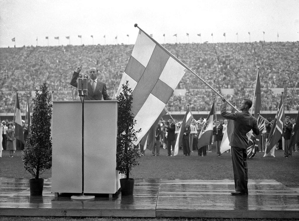 Heikki Savolainen swearing the Olympic oath.
